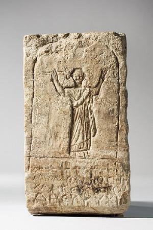 ...és egyiptomi mészkő: bronzműves síremléke a római császárkorból